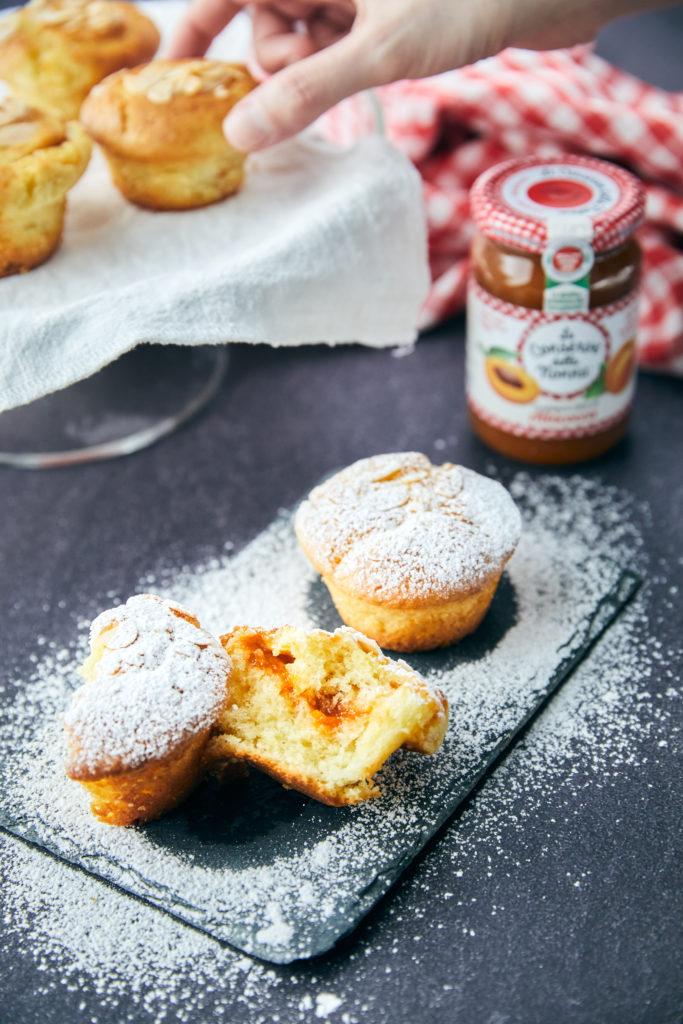 Muffin con marmellata di albicocche, conserve della nonna, fotografia food Biella