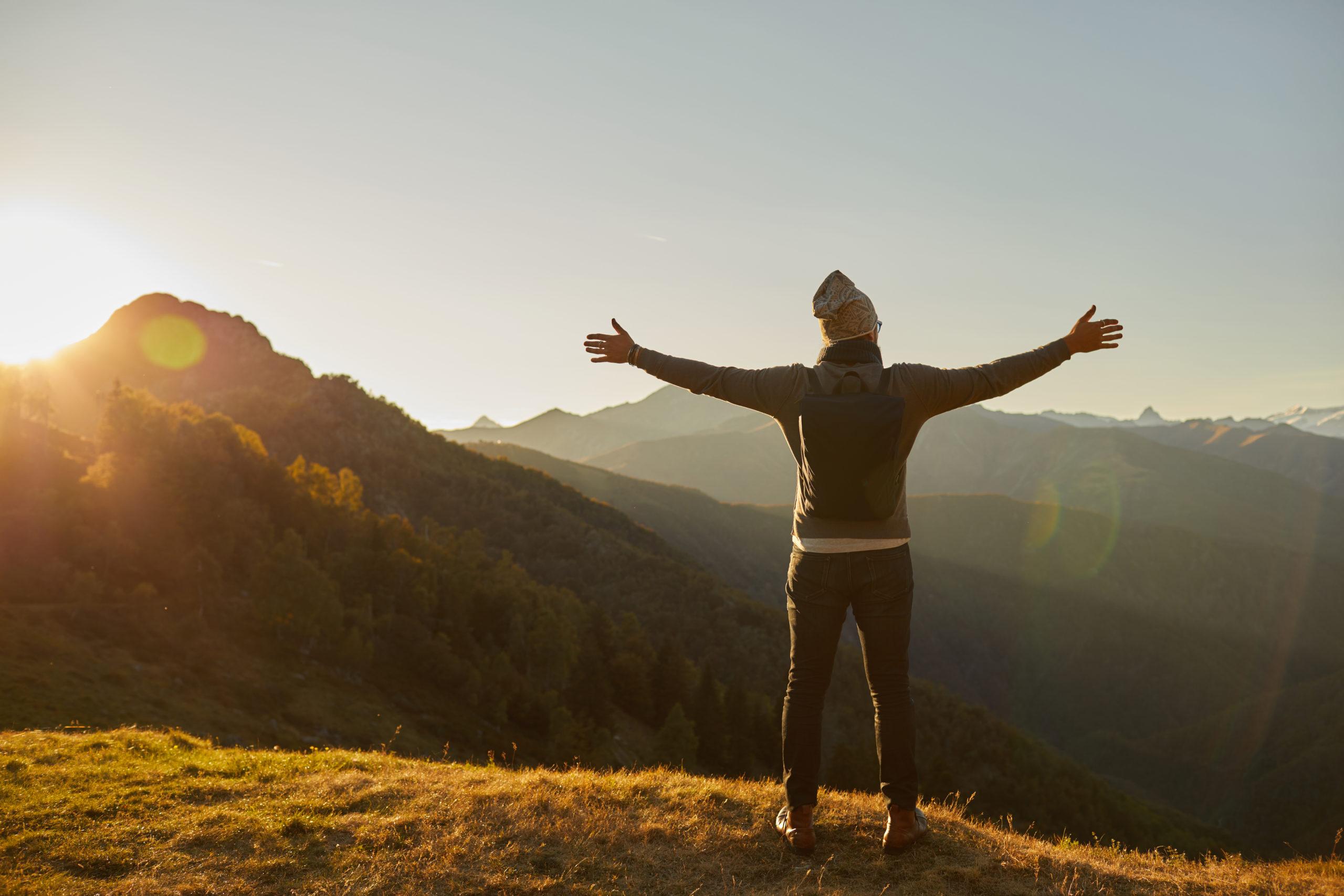 Videomaker prodotto BBag Mantico Milano Biella Zin zaino video emozionale montagna tramonto